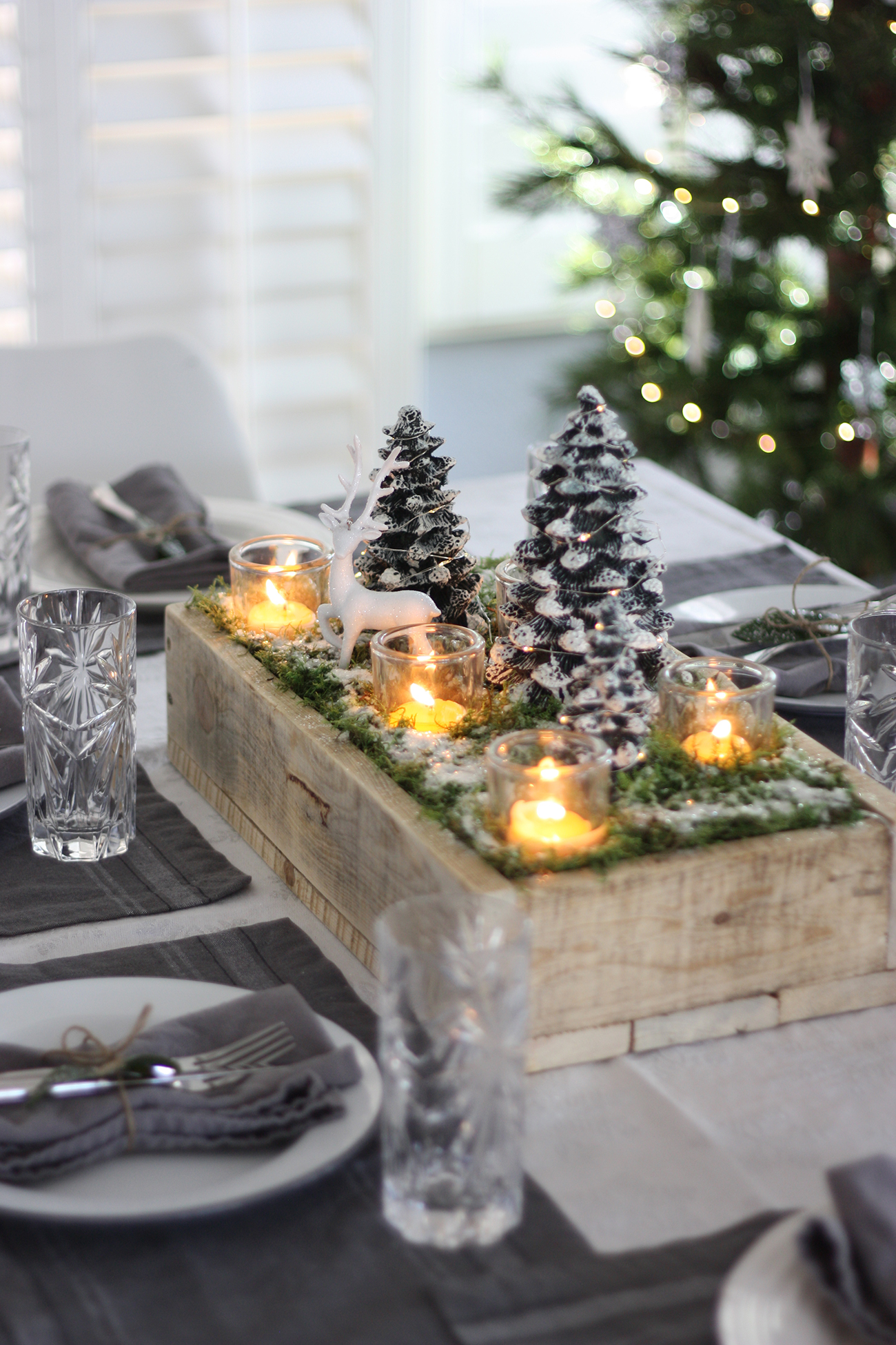 DIY Christmas Table Centerpiece